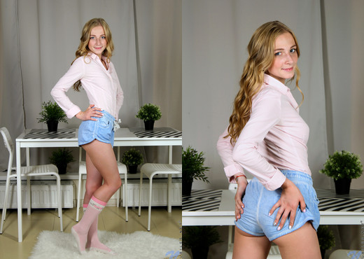Elizabeth Evans - Natural Beauty - Nubiles - Teen Nude Pics