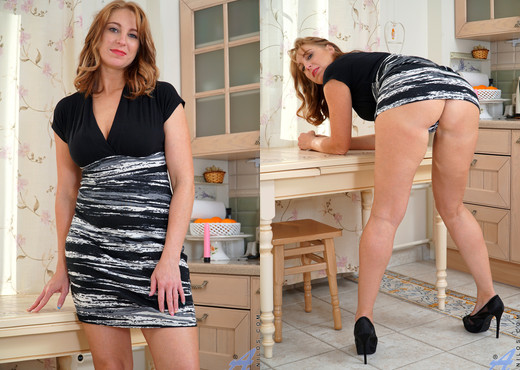 Marta - Natural Beauty - Anilos - MILF Image Gallery
