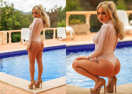 Sara Louise - White Lace & Heals - Hayley's Secrets - Solo Picture Gallery