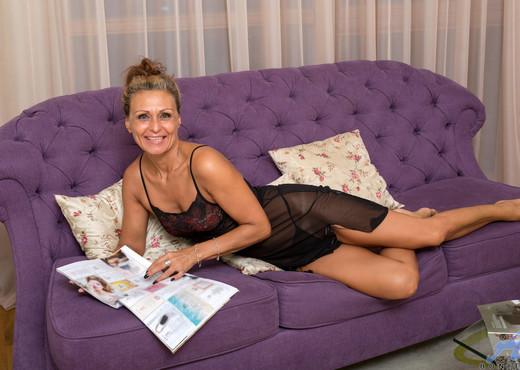 Bonita - Russian Lover - Anilos - MILF Sexy Photo Gallery