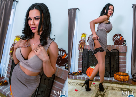MilfVR - ThanksGIVING it to Her - Jasmine Jae - MILF Image Gallery