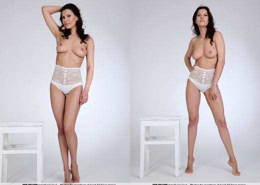 Welcome - Susi R. - Femjoy - Solo Porn Gallery