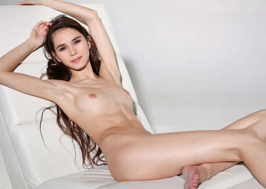 Skinny Girl - Leona Mia - Watch4Beauty - Solo Picture Gallery