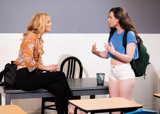 Casey Calvert, Mona Wales - Feeling Empowered - Lesbian TGP