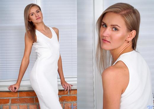 Lona - Model Beauty - Nubiles - Teen Sexy Gallery