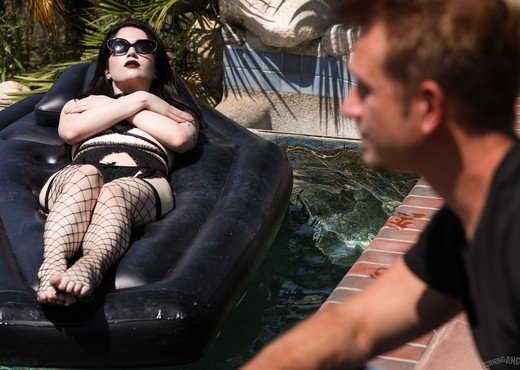 Goth Teen Nymphos - Evelyn Claire - Burning Angel - Hardcore Nude Pics