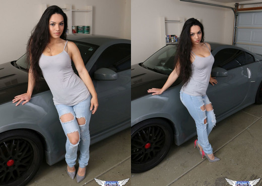 Tianna - Car Babe - SpunkyAngels - Solo Sexy Photo Gallery
