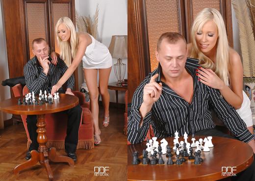 Teena Lipoldino - Hot & quick game with a hard cock - Blowjob Sexy Photo Gallery