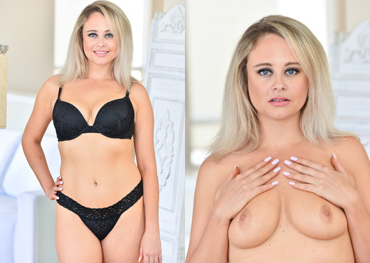Elle - The Blonde Vixen - FTV Milfs - MILF Image Gallery