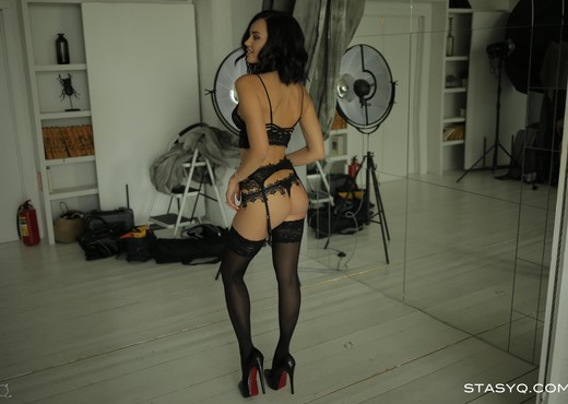 AshleyQ - StasyQ 301 - Solo Image Gallery
