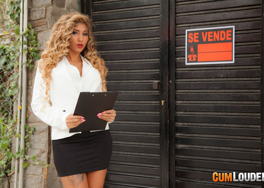Venus Afrodita: Real Estate Goddess - CumLouder - Hardcore Sexy Photo Gallery