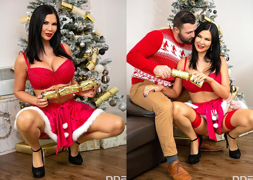 Jasmine Jae - Busty Christmas Warmup - Blowjob Hot Gallery