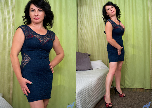 Helen He - Just For You - Anilos - MILF Nude Gallery