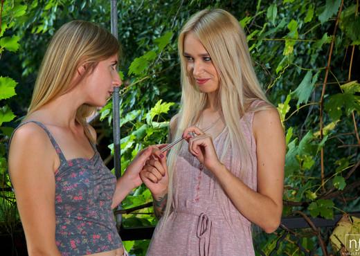 Aria Logan, Arteya - Teasing The Clit - S30:E11 - Lesbian Sexy Gallery