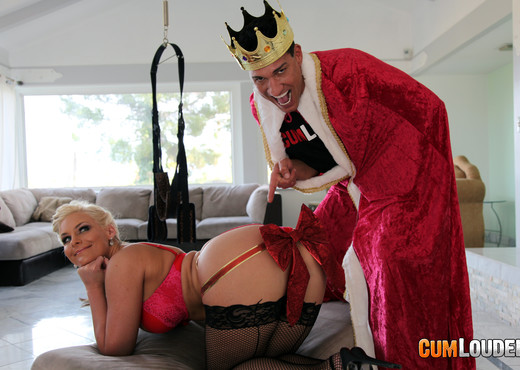 Phoenix Marie - A gift for the Twelfth night - CumLouder - Anal Hot Gallery