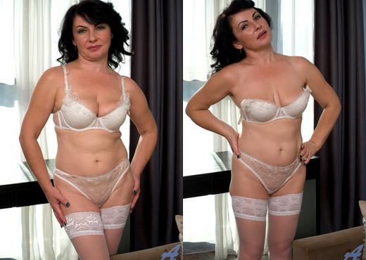 Helen He - Russian Beauty - Anilos - MILF Porn Gallery
