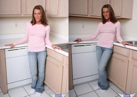 Starri - In The Kitchen Counter - SpunkyAngels - Solo TGP
