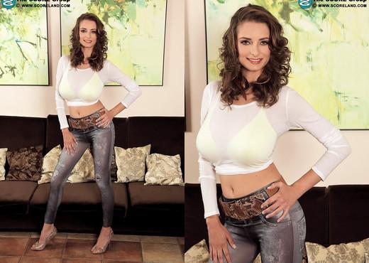 Estelle Taylor - Super-slim & Busty - ScoreLand - Boobs Picture Gallery