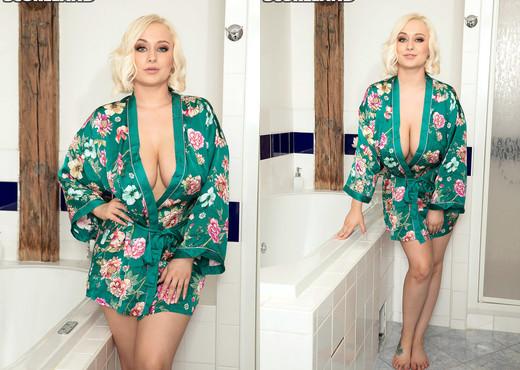Rachael C. - Busty Bikini Bath Babe - ScoreLand - Boobs Image Gallery
