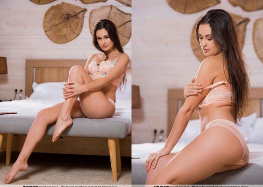 Please Me - Edessa G. - Femjoy - Solo Sexy Gallery