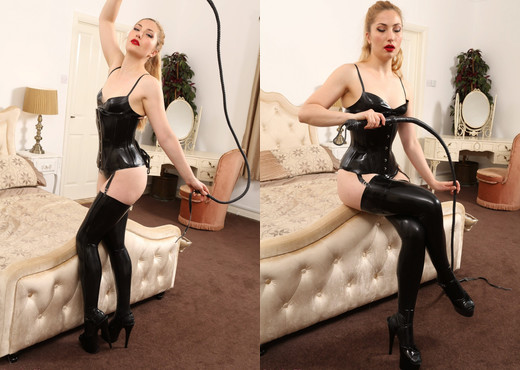 Stephanie Bonham Carter Latexcorset - Strictly Glamour - Solo Nude Pics