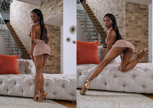 Sarah Banks - InTheCrack - Solo Nude Gallery