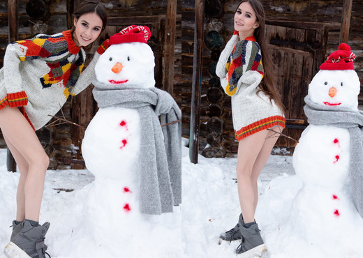 Snowman - Leona Mia - Watch4Beauty - Solo HD Gallery