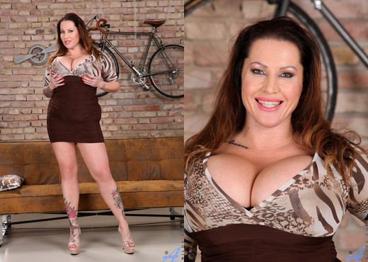 Laura Orsolya - Buxom Beauty - Anilos - MILF HD Gallery