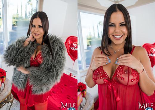 MilfVR - Diamond is a Guys Best Friend - Diamond Kitty - MILF Porn Gallery