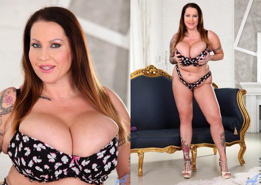 Laura Orsolya - Toy Orgasm - Anilos - MILF Nude Pics