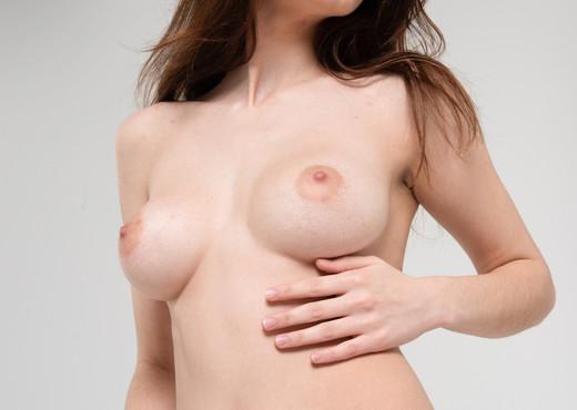 Davina - Watch4Beauty - Solo Sexy Gallery