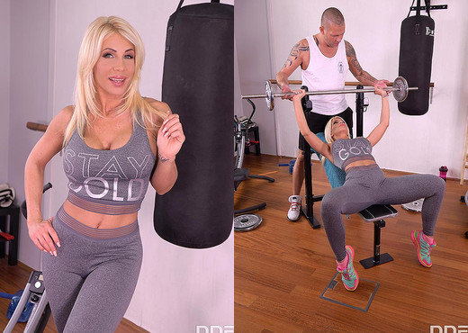 Tiffany Rousso - Locker Room Foot Sex - Hardcore Image Gallery