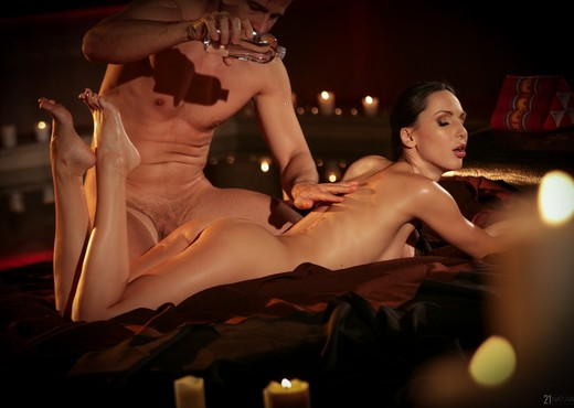 Lilu Moon - Tantric Pleasures - 21Naturals - Hardcore Nude Gallery