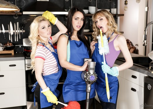 Maid For Each Other: Nasty Cleaning Crew - Girlsway - Lesbian TGP