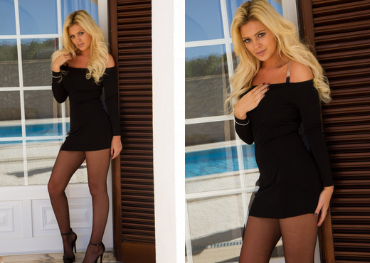 Danielle Sellers - Beauty In Black - More Than Nylons - Solo Picture Gallery