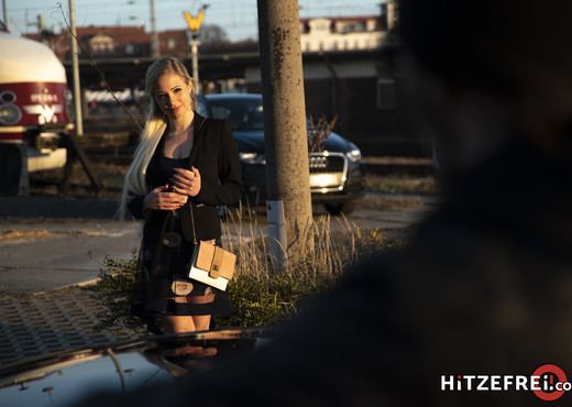 Hot Online Date In The Car - Hitzefrei - Hardcore Image Gallery