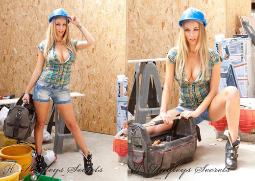 Hayley Marie Coppin - Handy - Hayley's Secrets - Solo Sexy Photo Gallery