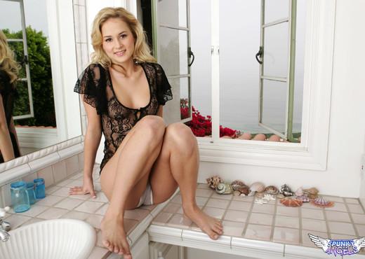 Paris Dahl - You Make Me Wet - SpunkyAngels - Solo Sexy Photo Gallery