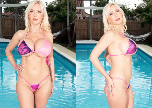 Victoria Lobov: Sexy Bikini Babe - ScoreLand - Boobs Hot Gallery