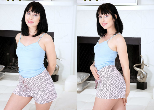 Daphne Dare - Wild & Willing - Naughty Mag - Amateur HD Gallery