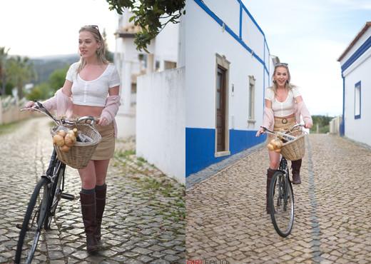 Aston Wilde - Bicicleta - Girlfolio - Solo Image Gallery