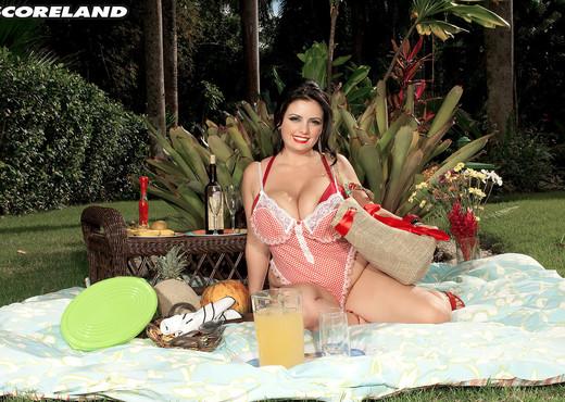 Life Is A Picnic For Arianna Sinn - ScoreLand - Boobs Porn Gallery