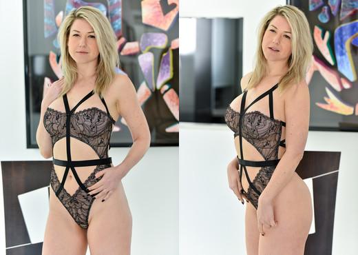 Kit - Super Hot Lingerie - FTV Milfs - MILF Sexy Gallery