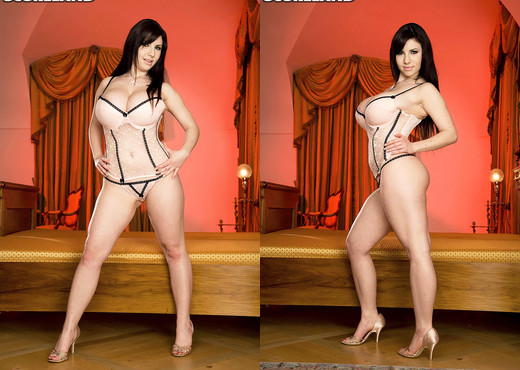 Karina Hart - It's Karina's World. We Just Live In It - Boobs Nude Pics