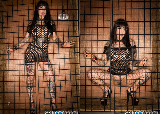 Jessie Lee Gets Caged 4k - sucks cock like its the last time - Hardcore TGP