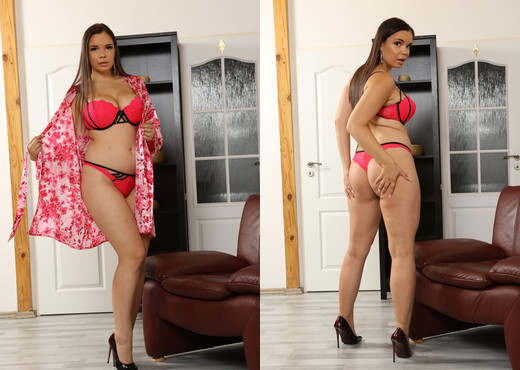 Brunette babe Sofia Lee toys her pissy pussy - Toys Porn Gallery
