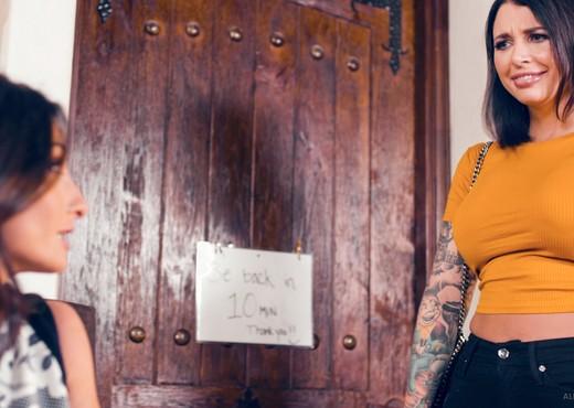 Silvia Saige, Ivy Lebelle - MIA Masseuse - Fantasy Massage - Hardcore Sexy Photo Gallery