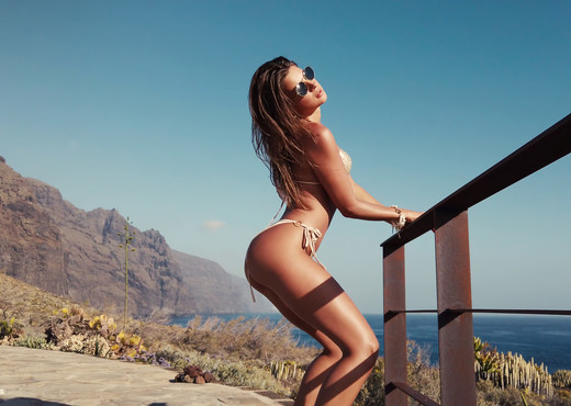 Golden Buzzer - Maria - Watch4Beauty - Solo Nude Pics
