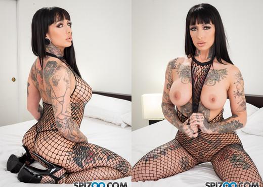Hot Tattooed Brunette Gets Double BBC - Jessie Lee - Spizoo - Hardcore TGP