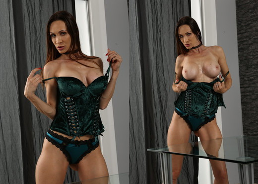 Cynthia Vellons pisses on a glass table and toys - Toys HD Gallery